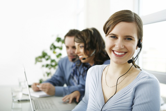 How to spot a scam college. Woman in a call centre