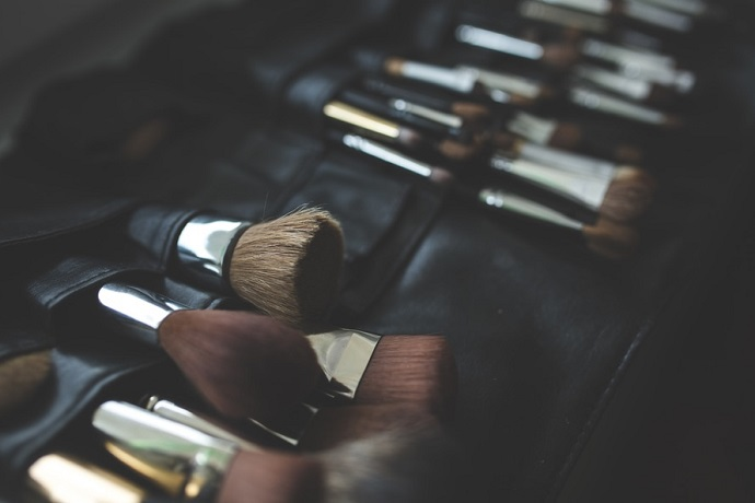 Become a make-up artist. Make-up brushes