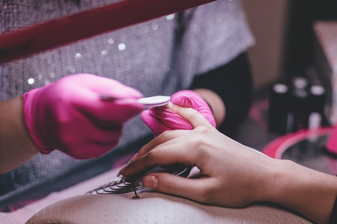 Our flexible course will teach you how to become a nail technician